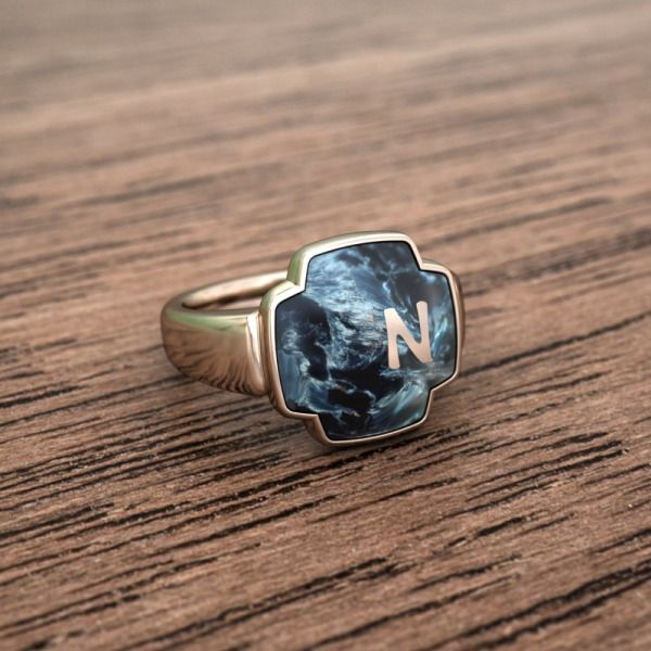 Dynamic and personal, the Terra Pinky Ring is an understated addition to your collection.
