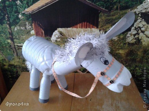 como hacer un burro con botellas de plastico recicladas