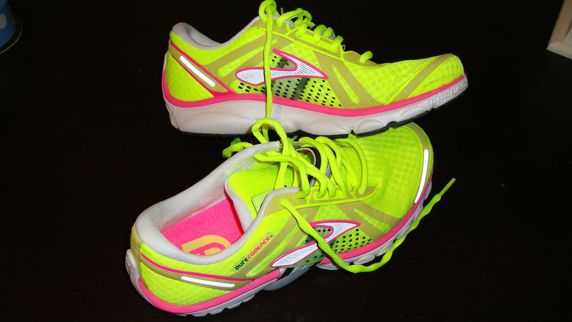 Pin By Kim Gesumaria On I Want Brooks Running Shoes Light Running Shoes Neon Running Shoes