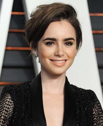 Lily Collins' Changing Looks | Cortes pixie, Cabello y El pelo