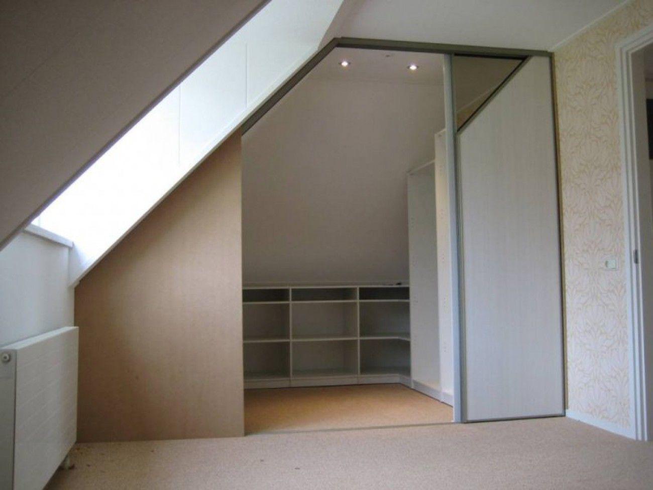 Weer een idee voor onder een schuin dak in de slaapkamer inbouwkast met schuine wand - Slaapkamer onder het dak ...