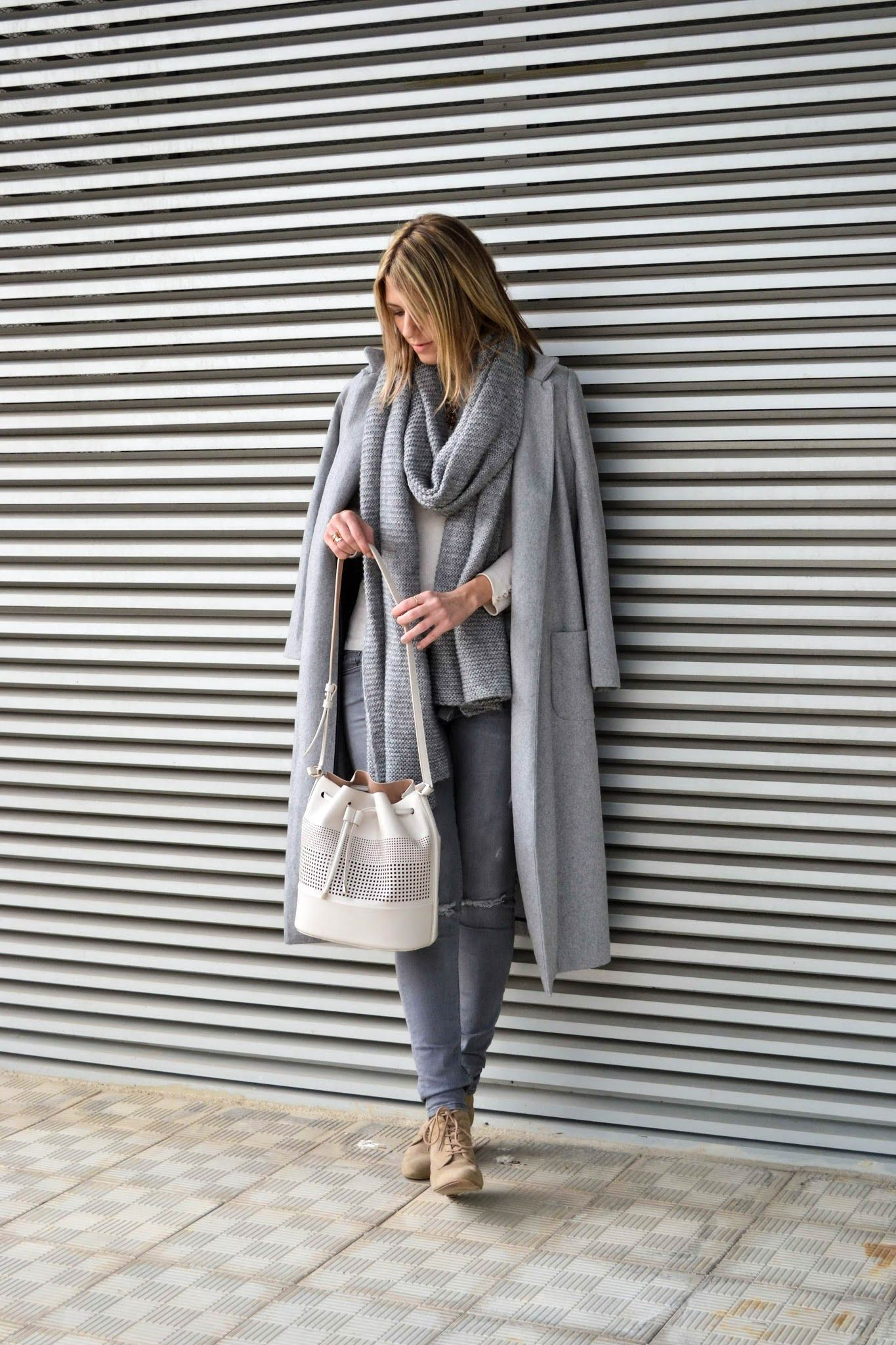 outfit on jeans and roses blog shein long grey coat zara knit grey scarf zara perforated. Black Bedroom Furniture Sets. Home Design Ideas