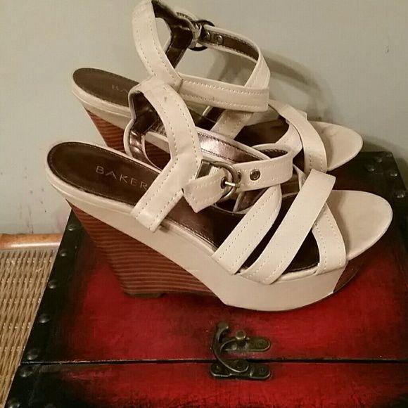 Sale*Bakers nude/beige wood heel wedge Size 10 wedge sandal Bakers Shoes Sandals