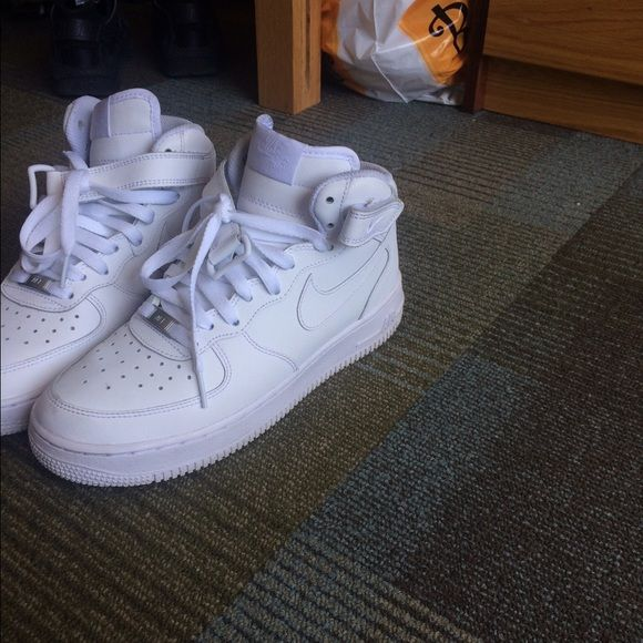 White nike Air Force ones mid high