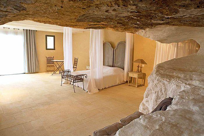 Luxueuse chambre du0027hôtes troglodyte au Clos Saint Sourde en Provence