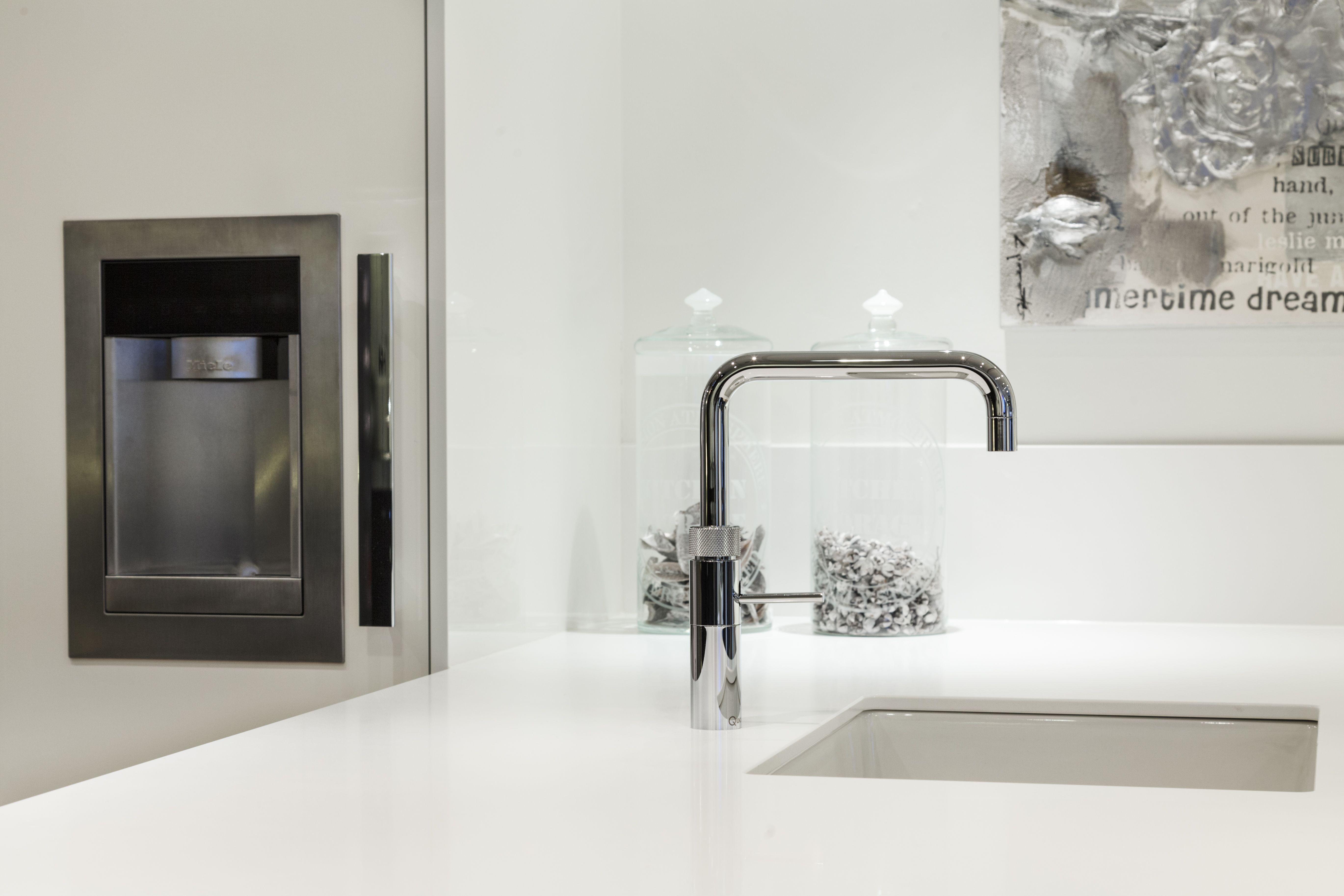 Vind Beste Keukenbedrijven : Showroom keuken! kijk ook op www.vanginkelkeuk . #atag