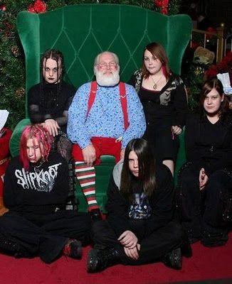 Weird Family Christmas Photos 6 326x400