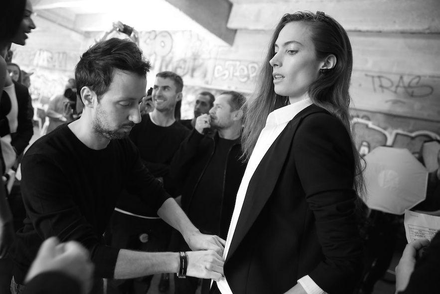 Anthony Vaccarello habille Jessica Miller en backstage du défilé printemps-été 2015 http://www.vogue.fr/mode/inspirations/diaporama/fwpe2015-les-coulisses-de-la-fashion-week-de-paris-printemps-ete-2015-jour-1/20459/image/1083734#!anthony-vaccarello-habille-jessica-miller-en-backstage-du-defile-printemps-ete-2015