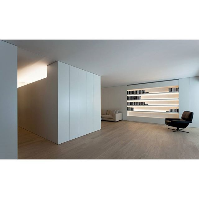 "Instagram media by fransilvestrearquitectos - PROJECTS. Antiguo Reino house. Casa en Antiguo Reino. ""The day area of the house opens to the main facade of the building, creating a continuous space bounded by the furniture elements that collect the structural elements."" ""La zona de día de la vivienda se abre hacia la fachada principal del edificio, generando un espacio continuo acotado por los elementos de mobiliario que recogen los elementos estructurales."" #FranSilvestreArquitectos…"