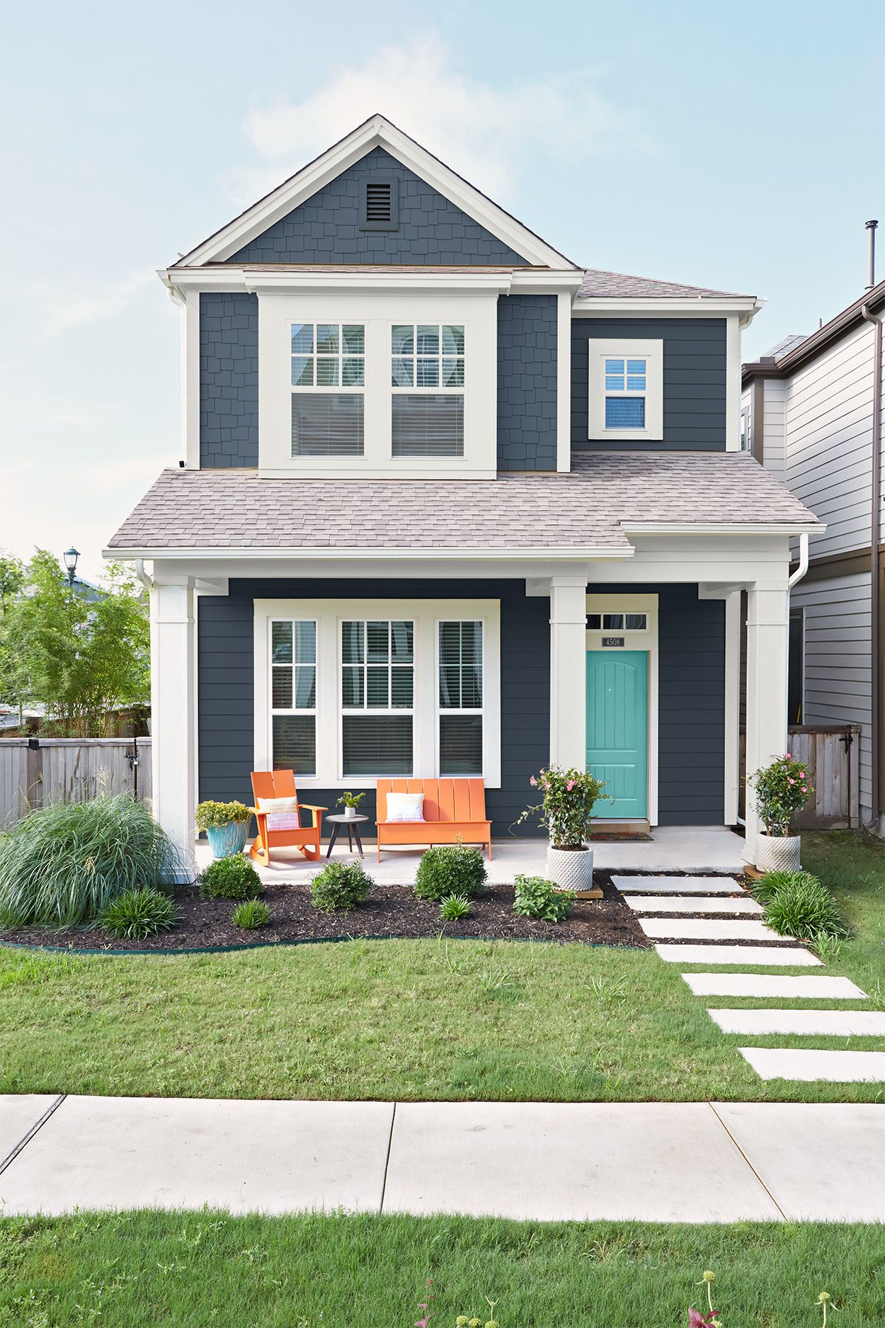 6 Must Know Tips For Choosing The Best Exterior Paint Colors House Paint Exterior White Exterior Houses House Exterior Blue