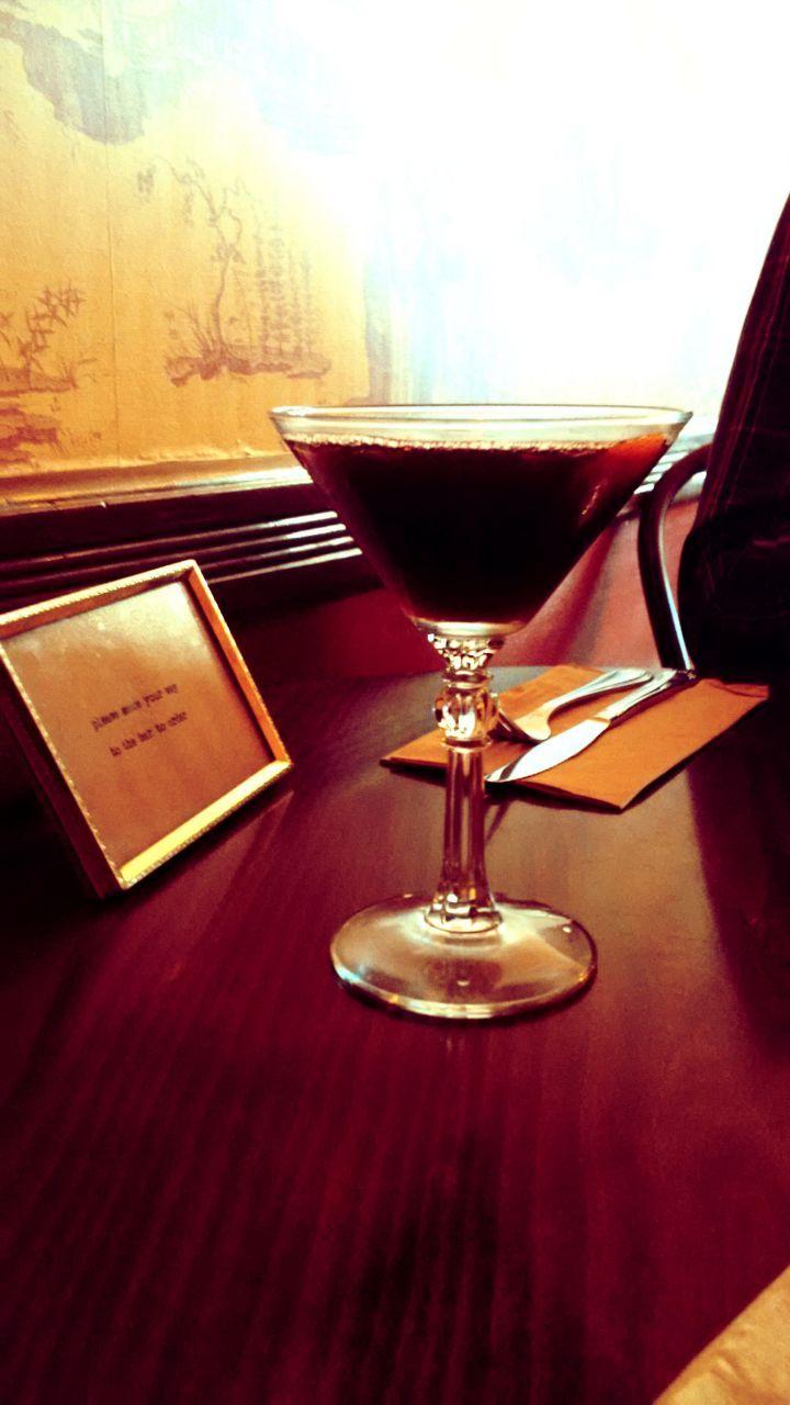 Two Sisters Bar Books San Francisco Http Www 2sistersbarandbooks Com Sehr Kleine Aber Feine Bar Zu Finden I Restaurant Bar Glassware Alcoholic Drinks