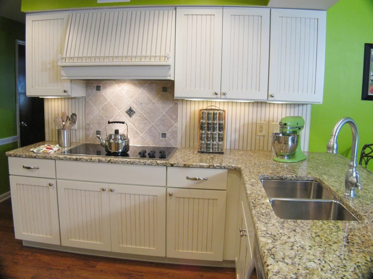 White Louvered Kitchen Cabinet Doors   http://advice-tips.com ...