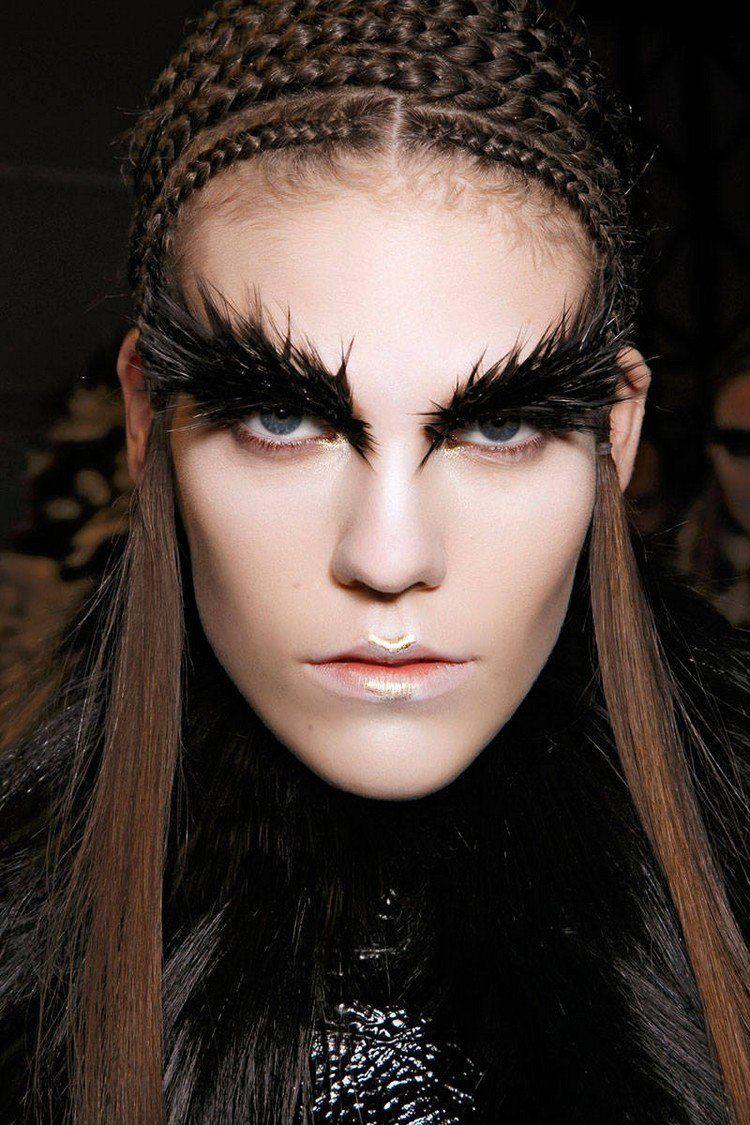 Maquillage Halloween Facile Et Glamour Pour Devenir Une Sorci Re Et Costume De D Guisement Noir