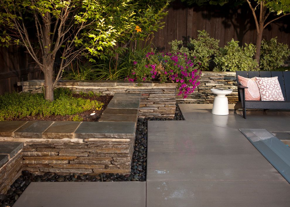 Incredible Stone Wall Decorating Ideas For Appealing Landscape Modern Design Ideas With Clean Lines Concrete Pavers Drystack Walls Garden Seat Hage Hus Veranda