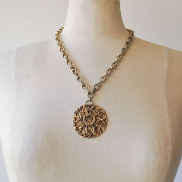 70s Medieval Maiden Necklace