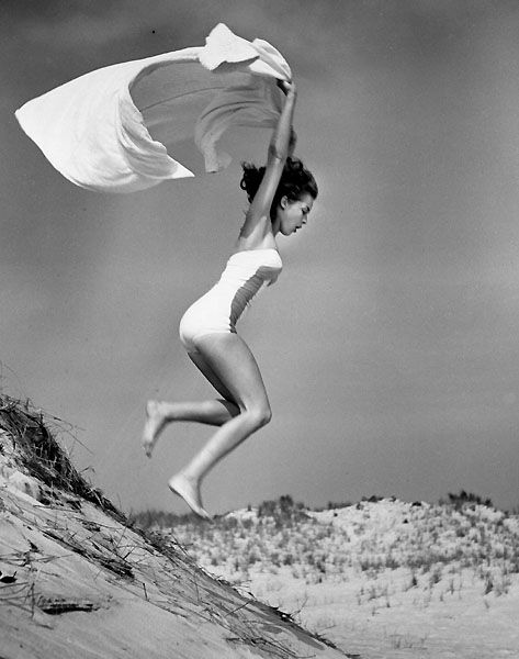 Janet Leigh jump/ photo by Phillippe Halsman