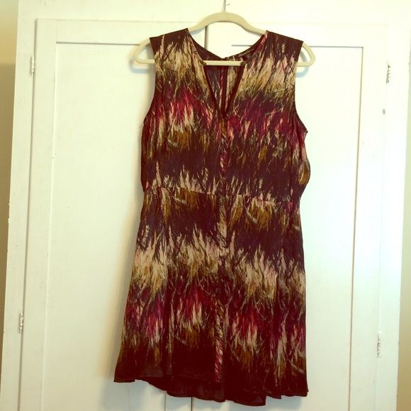 Stunning Kenneth Cole Slinky Feather Print Dress This dress looks amazing on and is super flattering. Fully lined with zip up back. Seams along front and back add to the slimming shape. Well loved and cared for with price accounting wear. 20% off bundles! Thanks for looking! Kenneth Cole Dresses