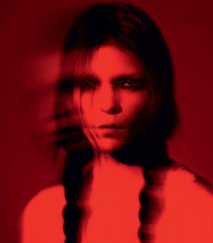 Red filter red color monochrome photo portrait portrait photography