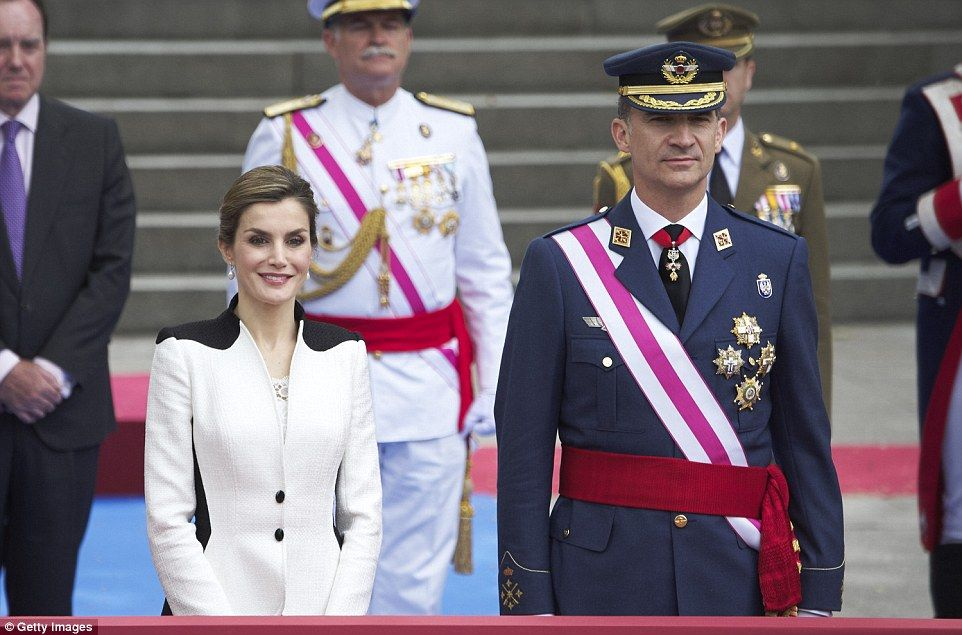 d7e4815f426 The Spanish royal family and thousands of people gathered in the centre of  Madrid today to celebrate Armed Forces Day in Spain