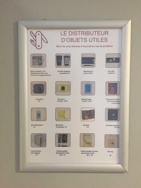 À la bibliothèque de Lyon, un distributeur fournit des objets utiles aux usagers
