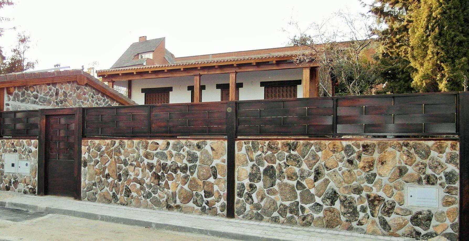 Cerramiento con piedra de musgo y acero cerramientos pinterest - Cerramientos de casas ...