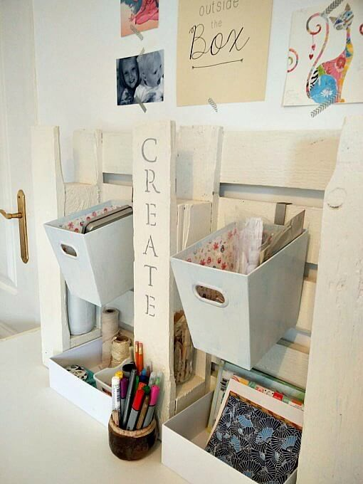 Pallet art and office station for a desktop... this is really cool!