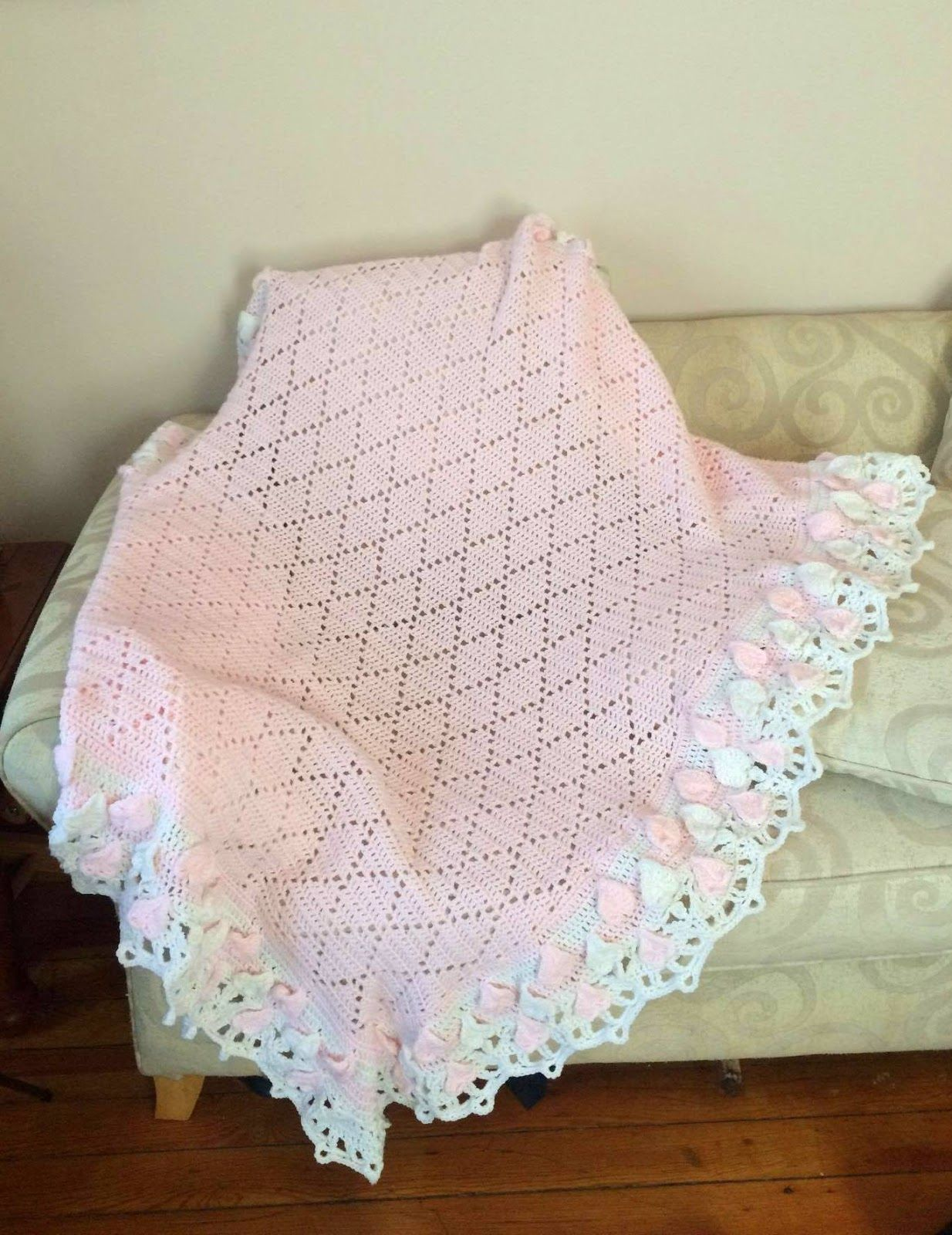 Diamond baby blanket with hearts and shells border baby blankets lacy crochet diamond baby blanket with hearts and shells border bankloansurffo Images