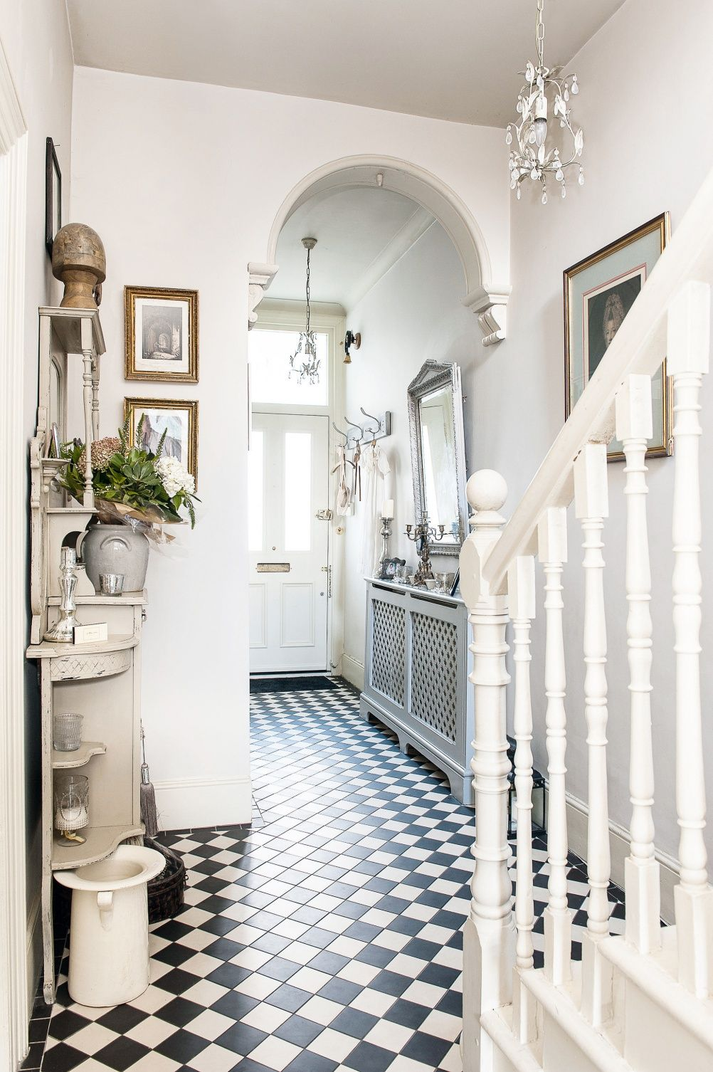 Seven brilliant and practical ideas for your entrance hall seven brilliant and practical ideas for your entrance hall floor tiles dailygadgetfo Choice Image