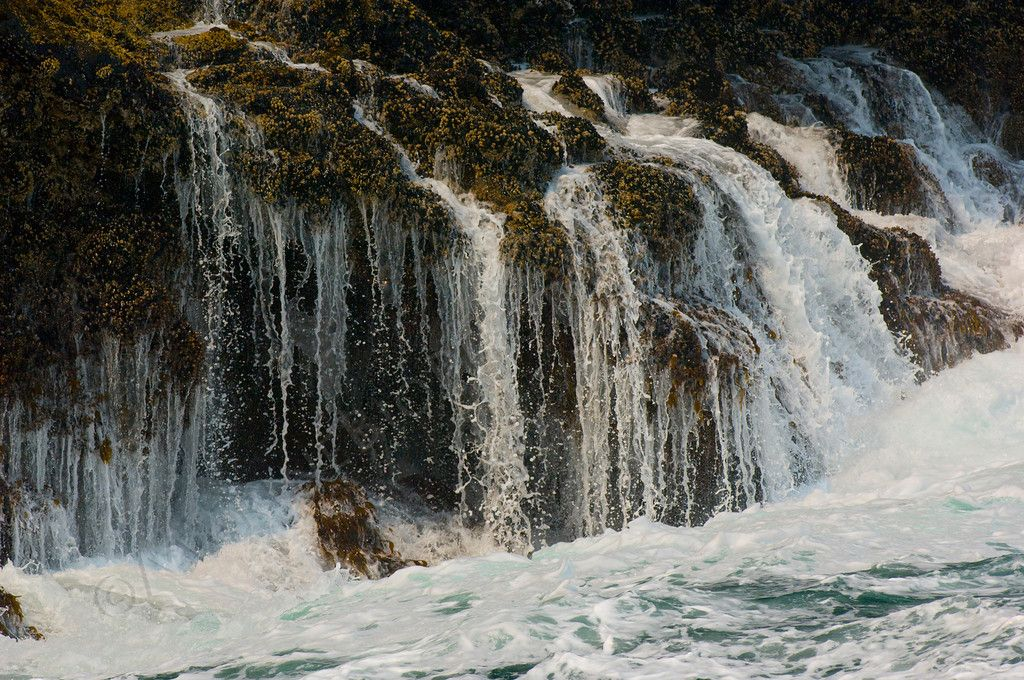 Intertidal waterfalls 2008 06-25 Sta Cruz Isl--124mod-XL.jpg (1024×680)