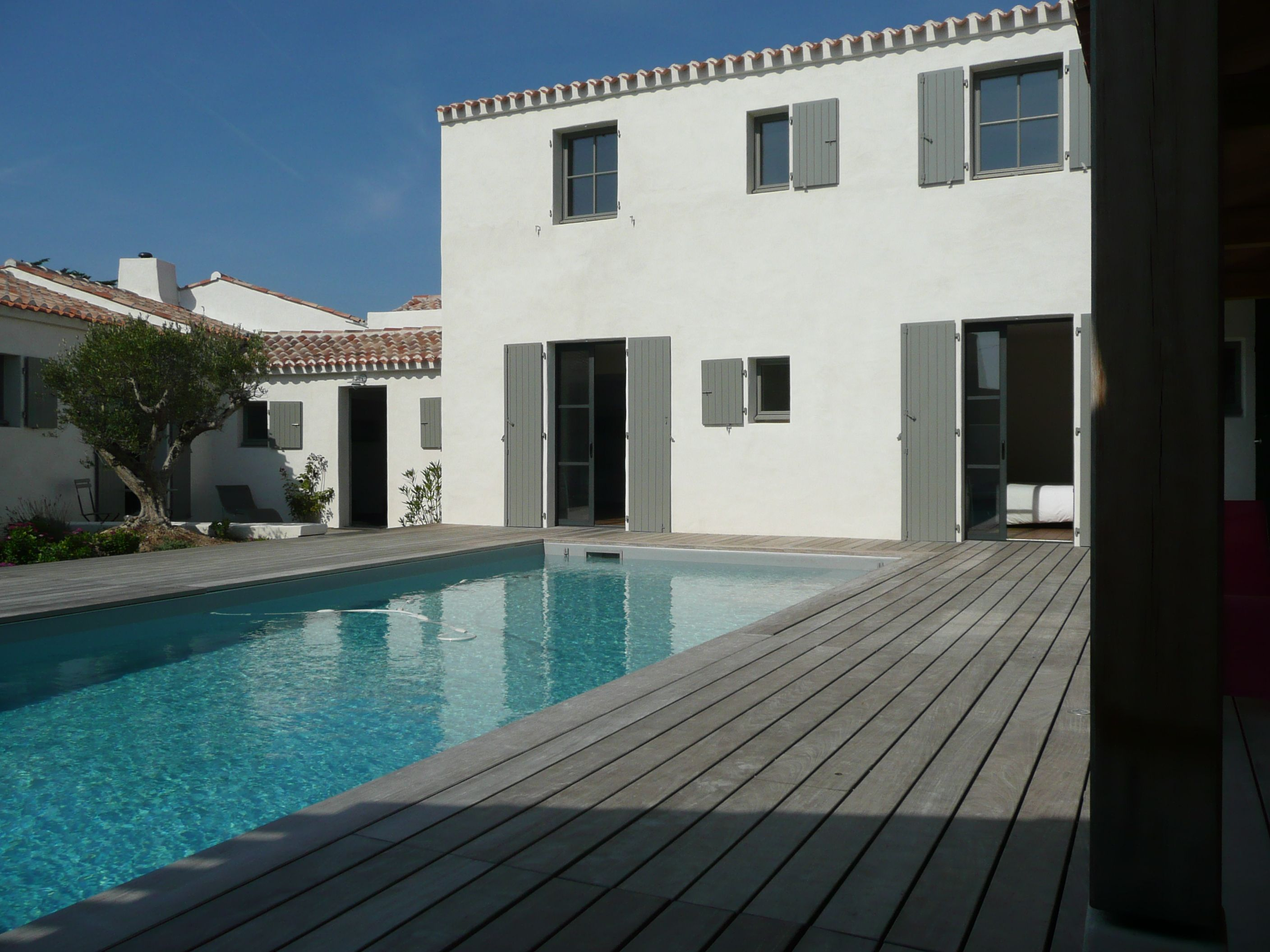 Maison noirmoutier maison pinterest swimming pools facades and archite - Maison a noirmoutier ...