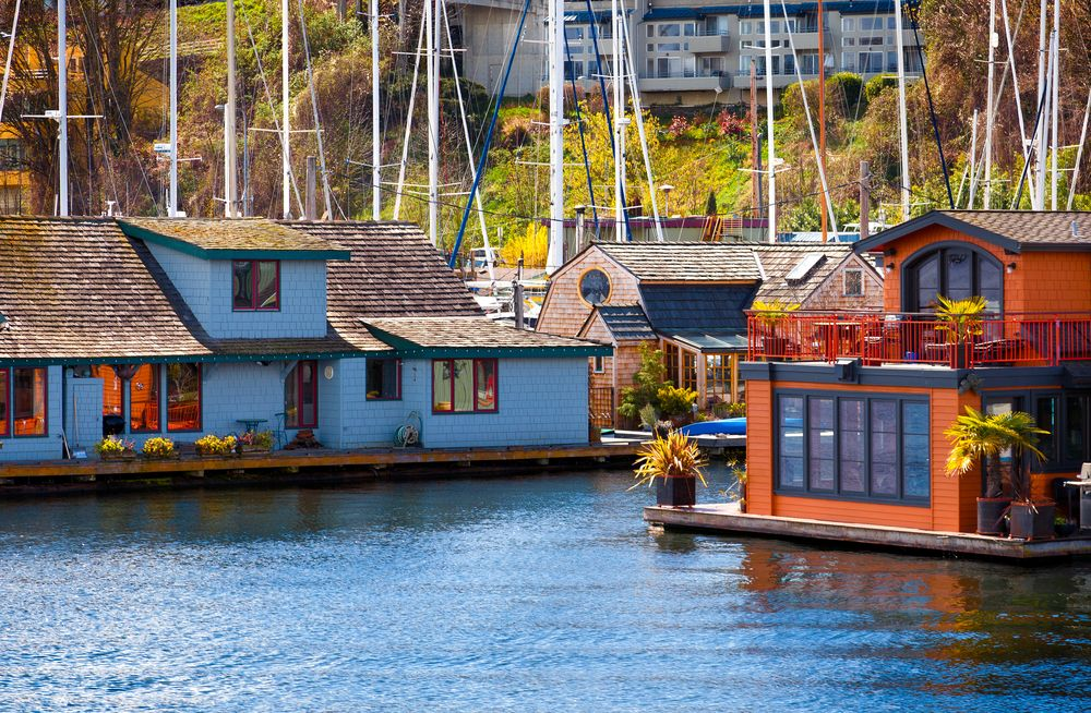 50 Floating Home Ideas From Around The World Photos Floating House House Boat Houseboat Vacation