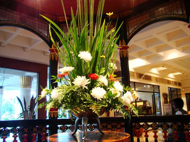 Basilica Foyer Elysium Hotel : Flower arrangement in the hotel lobby