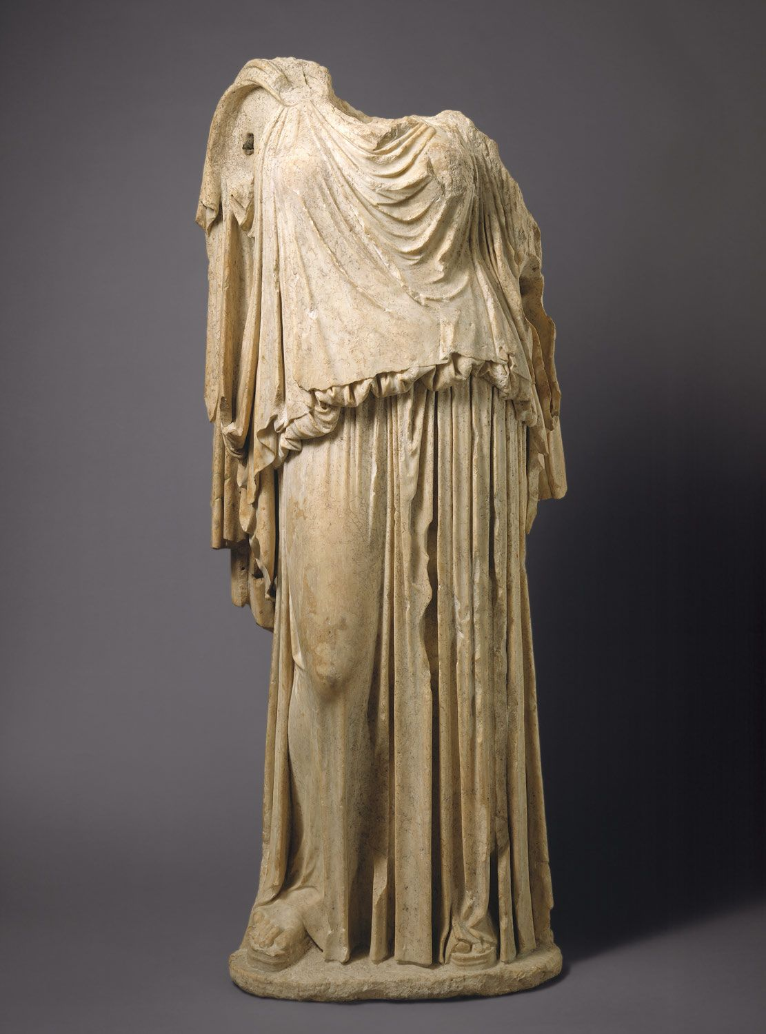 Peplos, Ancient Greek costume (800 b.C. - 100 b.C.) Marble ...