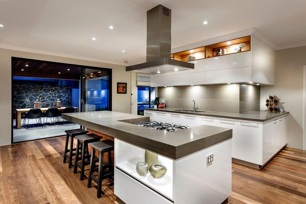 Cozinha conceito aberto com ilha e sala