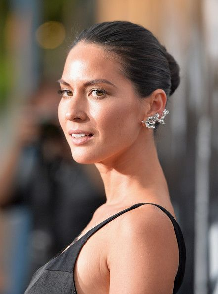 Olivia Munn Photos Photos - Actress Oivia Munn arrives for the premiere of HBO's 'The Newsroom' Season 2 at Paramount Theater on the Paramount Studios lot on July 10, 2013 in Hollywood, California. - 'The Newsroom' Season 2 Premiere in Hollywood — Part 4