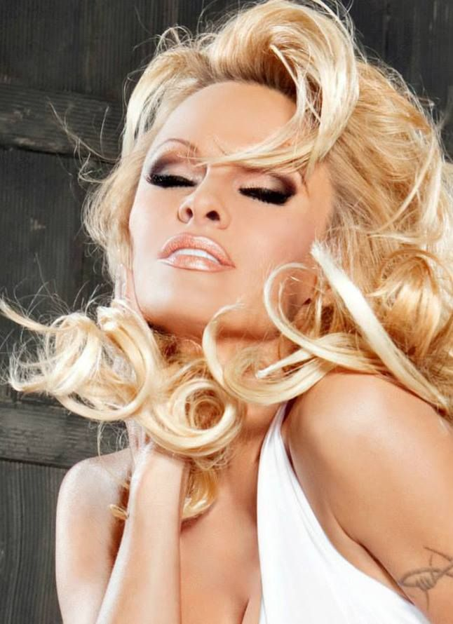 Pamela Anderson Make up and hair by Alexis Vogel
