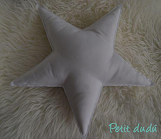 Cojín en forma de estrella para bebé