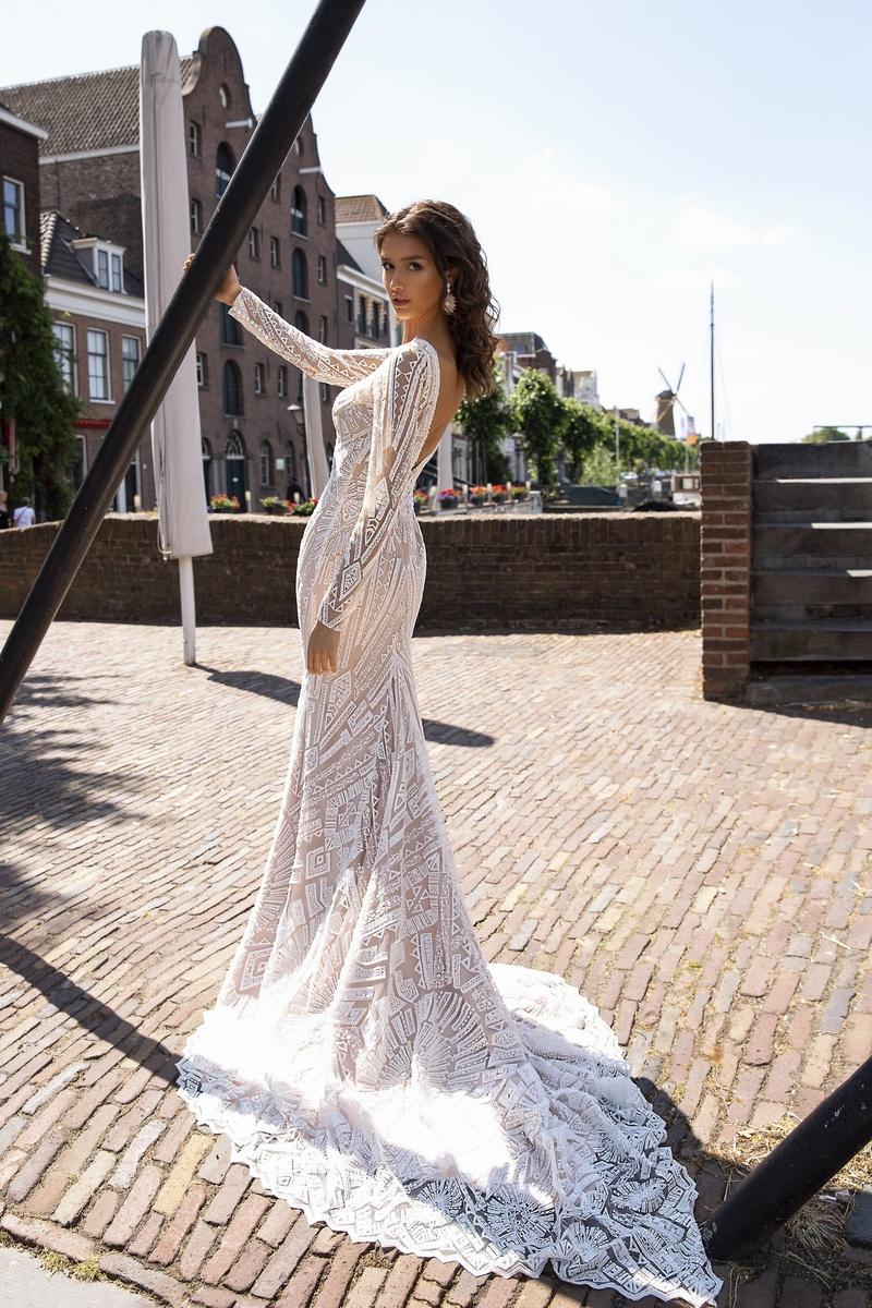 Diamond Bridal Gallery Best Dress Apparel In Citrus Heights Wedding Chicks Longsleevedress Weddingdress Wedding En 2020