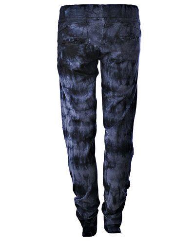 Blue: sweatbuks