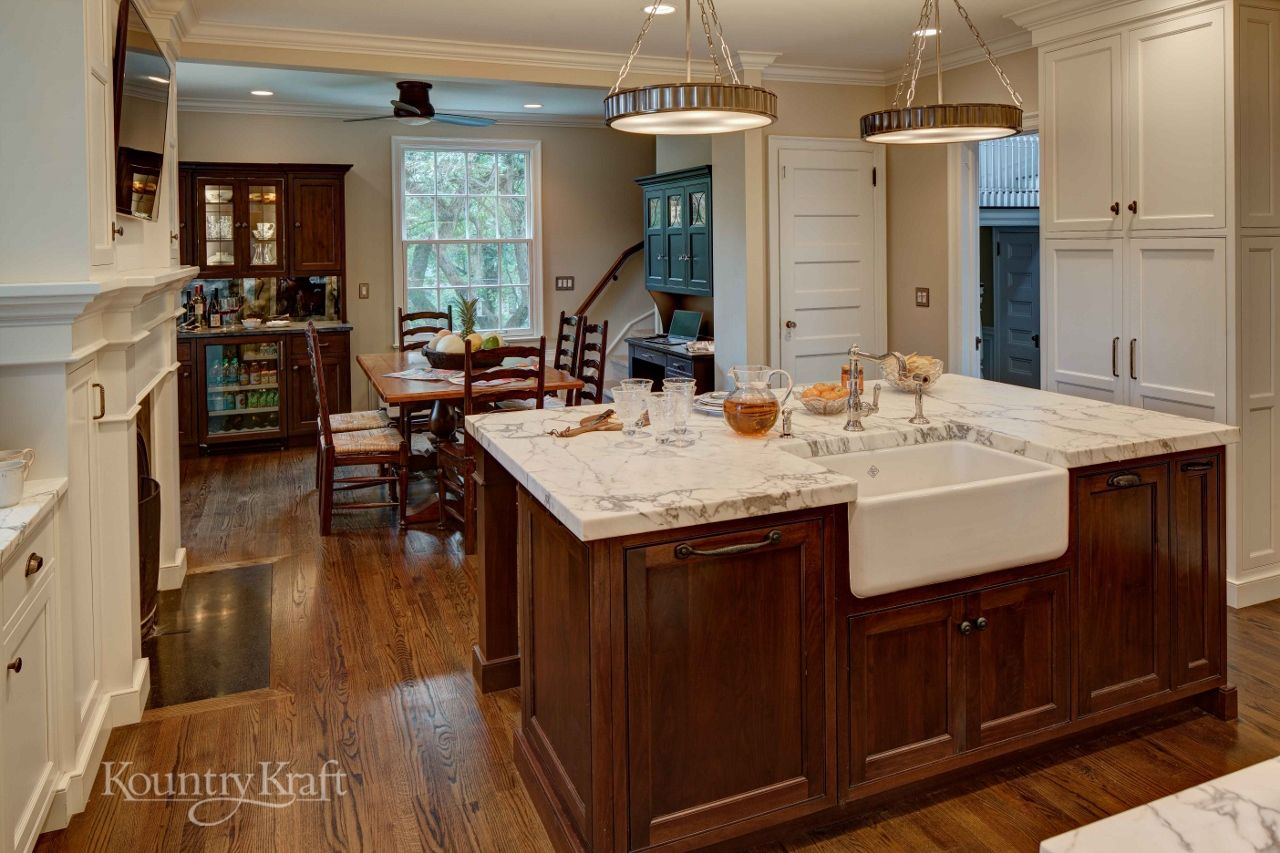 Custom Kitchen Cabinets Designed By Sawhorse Designs In Millburn Nj This Traditional Style Kitchen I Custom Kitchen Cabinets Kitchen Cabinets Custom Kitchens