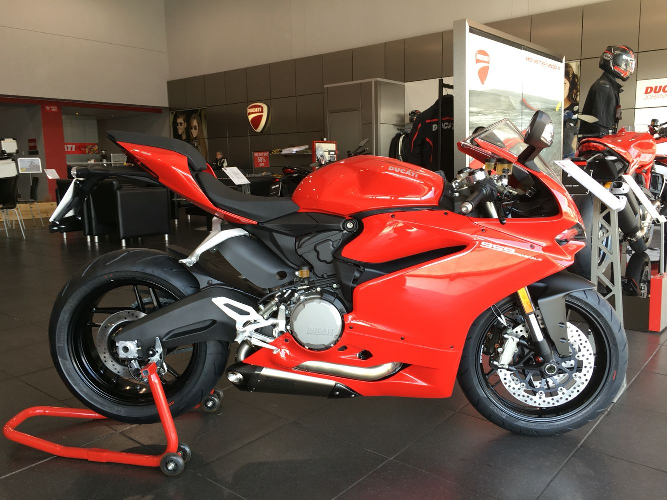 2016 Ducati 959 Panigale with Akrapovic pipes ...