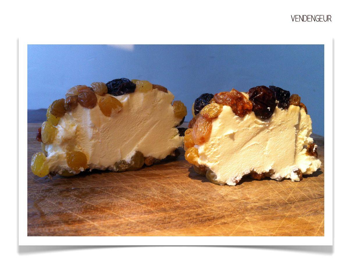LE VENDENGEUR : Fromage au lait cru de vache, habillé d'un mesclun de raisins tremplés au rhum brun. Création : ANDROUET (www.androuet.com) _______________________________ Crédits photos : S.Vimond ©2016