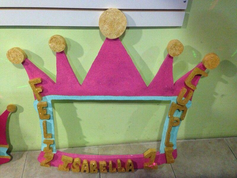 Marco para foto corona | Piñatas y trabajos en anime | Pinterest ...