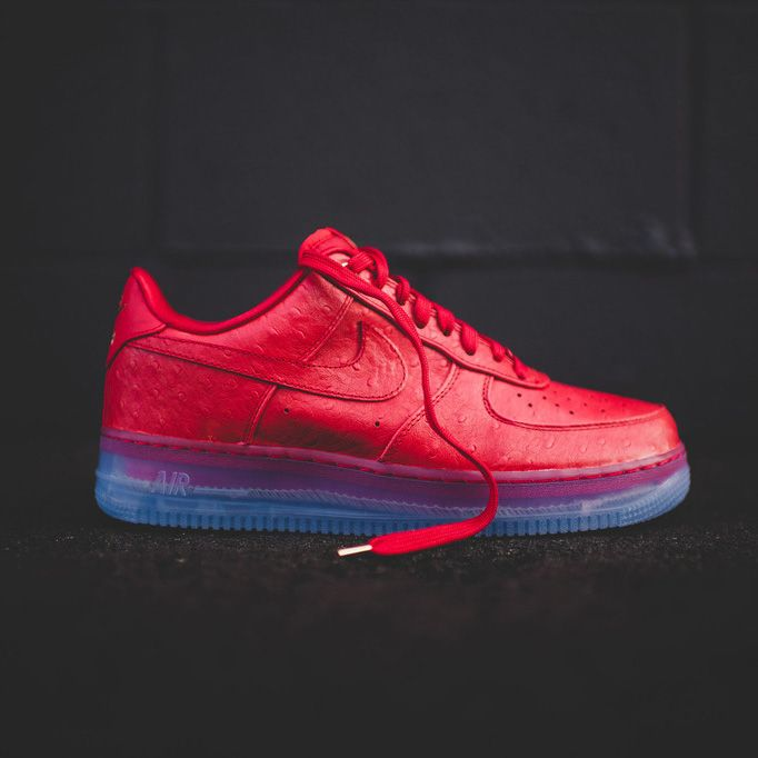 official photos e21aa 0f491 NIKE Air Force One Lux lowtop in university red. Featuring an ice sole.