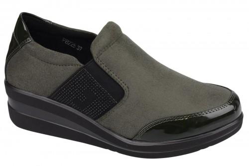 Pin By Mstiletto On Polbuty Boots Chelsea Boots Slip On Sneaker