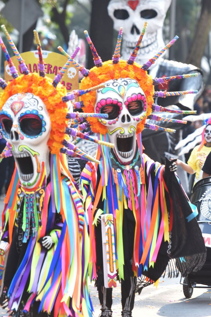 Day Of The Dead Parade In Mexico City Honored Quake Victims Day Of The Dead Day Of The Dead Mask Day Of The Dead Art