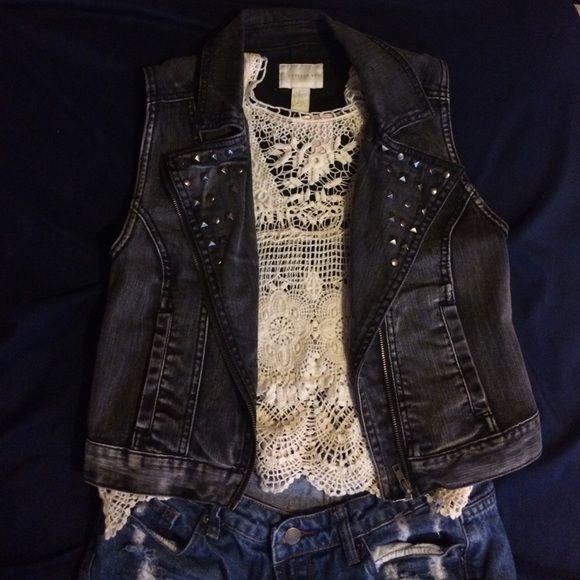 Sleeveless studded denim jacket Sleeveless studded denim jacket Forever 21 Jackets & Coats Jean Jackets