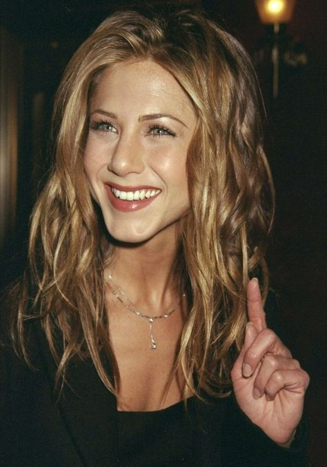 Photo of Air Dry Hair Products: Jennifer Aniston with curly ringlet hair #90SJeans #90SEd…