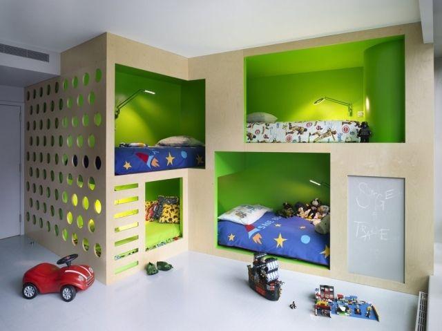 zweite ebene kinderzimmer eingebaute hochbetten grne rckwand - Farbgestaltung Kinderzimmer