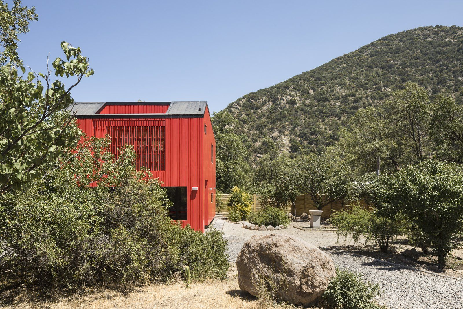 Best This Modular Home In Chile Has Us Seeing Red—In A Good Way 640 x 480